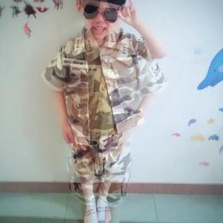 #男神宋仲基##太阳的后裔模仿赛##萌娃##照片电影##微笑##自拍##哥哥#@美拍小助手 @玩转美拍 @全球母婴能手 多多哥哥的六一儿童节老师给他们舞蹈准备的服装,穿上后,多多就成了妈妈的男神了😘😘😘