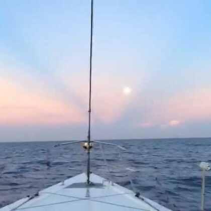 在海上,日月同辉!