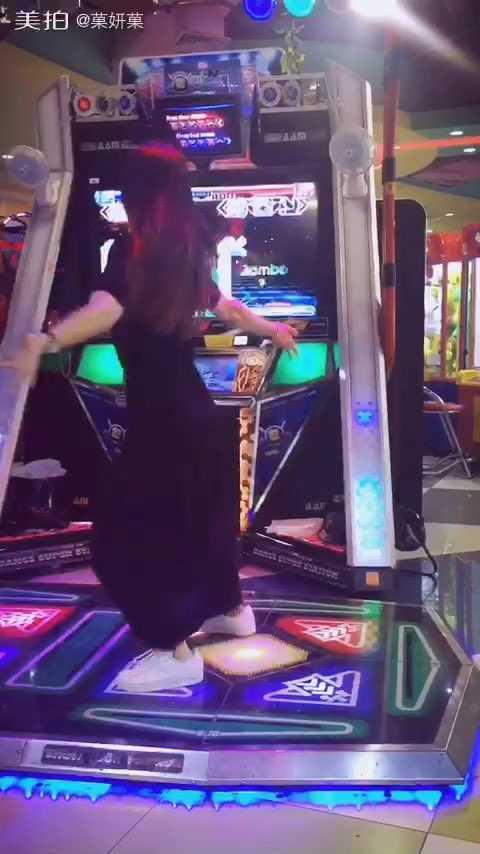 #舞蹈##e舞成名##跳舞机#这裙子应该是被我踩长的