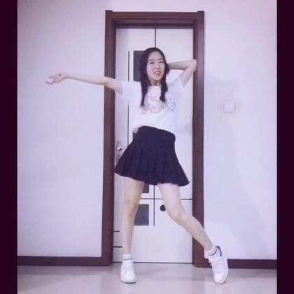 Happiness-red velvet🍁超级有活力的一个舞 蹦的我要虚脱了😂后面wacking我已经不敢直视我狰狞的表情了😑不知道这个造型会掉多少粉 我要用这个背景一直跳到你们都认识我家厕所的门哈哈哈哈哈 喜欢的宝贝们给我点个❤️评论下吧~么么哒🙆🏻#韩舞##舞蹈##敏雅音乐#@敏雅可乐 @美拍小助手