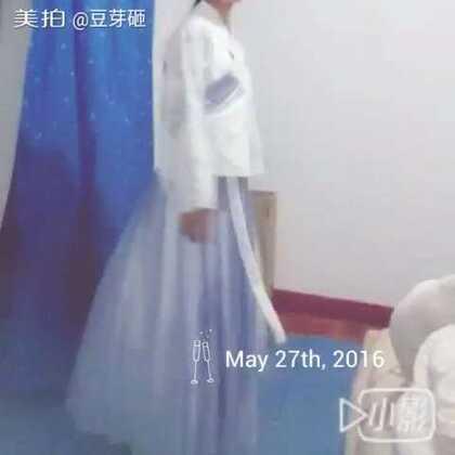 #小豆芽的成品秀#做了一套明制,衫是蓝灰色印花~非常美腻,裙子是蓝灰色幻色雪纺,也超级萌\(//∇//)\明天天气好就出门玩,拍清楚的视频