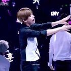 #边伯贤#饭拍蝴蝶少女,话说手控看到白白的手,绝对受不了!!#exo#