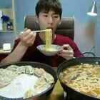 #韩国吃播,但我是中国人呢#奔驰小哥吃辣牛肉汤、饺子