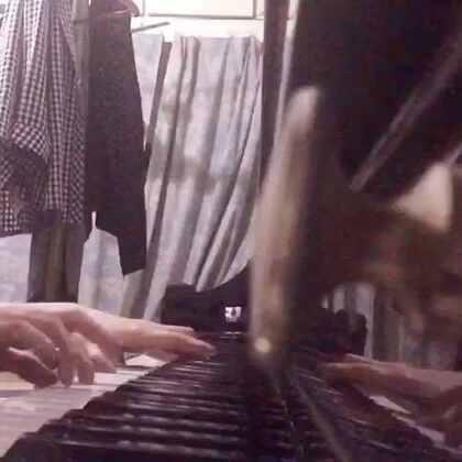 突然找到了这首钢琴谱,就先来一小段,太晚了,就先练了一段。#7 years# 下回有时间我把后面练好。😍