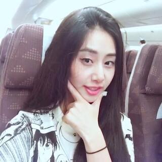 #金哥日常# 去韩国啦!!等我回来给宝贝儿们带礼物!!晚班航班真的很困😭😭😭😭顺便说一句,空姐好有气质!晚安啦