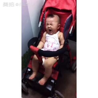 #宝宝##小时候我长这样# 这是喝完奶之后血粘了么😂😂 睡神丫!😄😄😄
