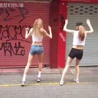 #爱玩的欧尼们#这身材!最近炒鸡火的Tez Cadey #Seve#舞蹈~据说这两位是韩国模特哦~#舞蹈##韩国舞蹈##韩国明星##我要上热门##女神#@美拍娱乐 @美拍小助手 @舞蹈频道官方账号 @玩转美拍