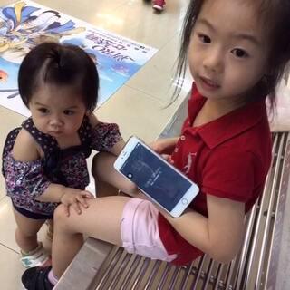 姊姊唱歌給妹妹聽🎤#寶寶##小幸運#