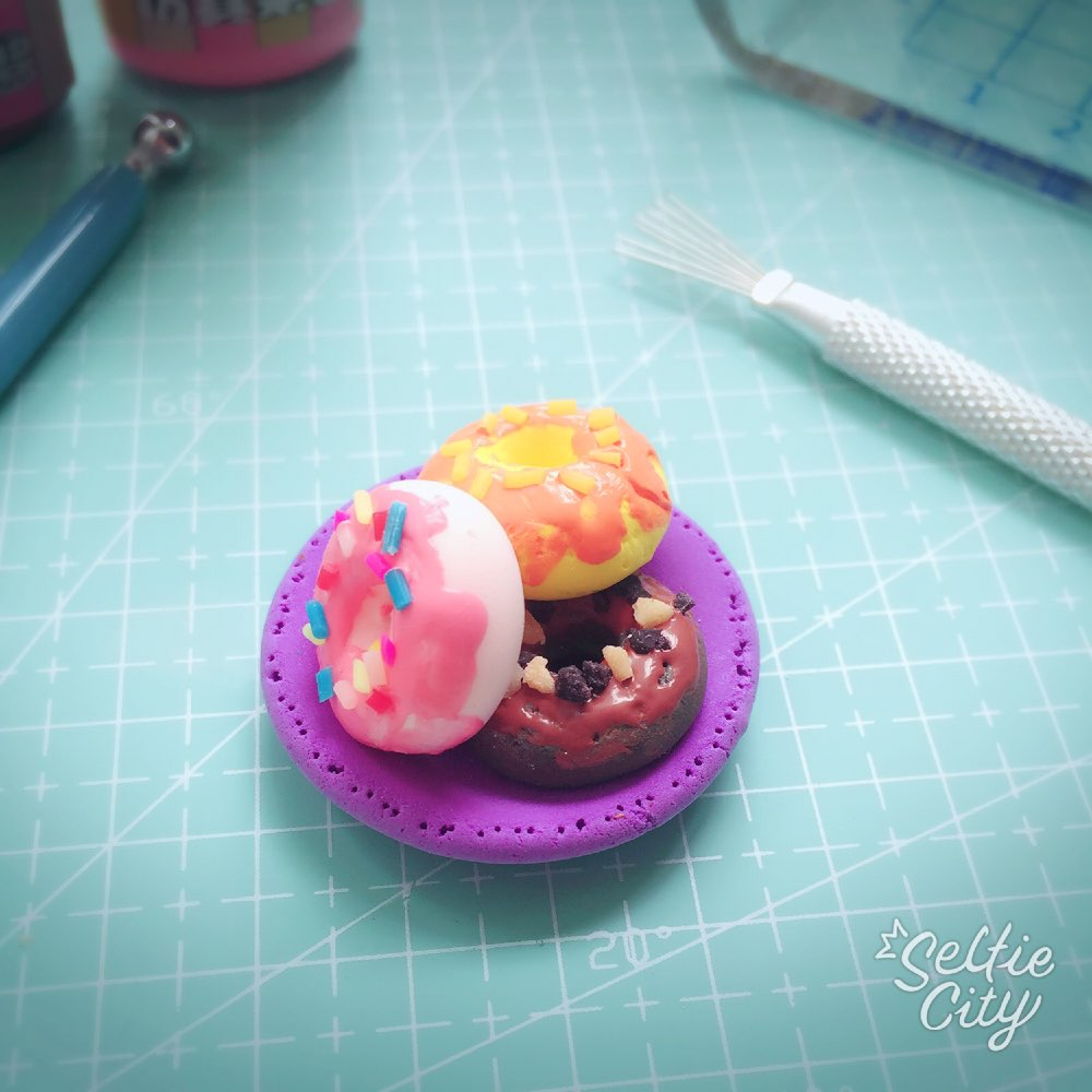 超轻粘土蛋糕# #寻找最美粘土女孩# 第一次做甜甜圈             29