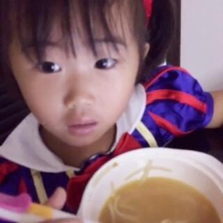 #宝贝自己吃饭##白雪公主##姨姨送的新裙子##我家宝贝棒棒哒#自己吃饭棒棒哒 .. 😂😂😂