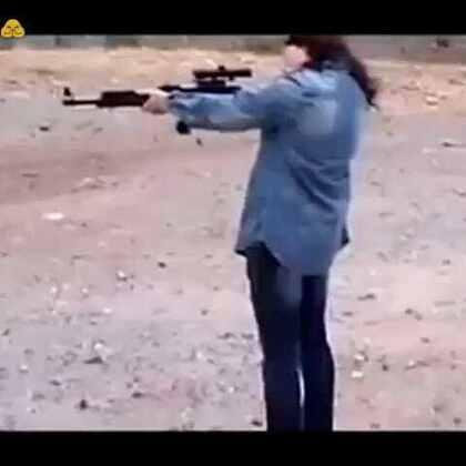 美女玩枪,哎!说多了都是泪😂😂