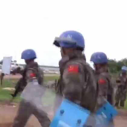#现场直击# 联合国驻南苏丹维和人员保卫逃离战火的平民