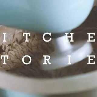 #厨房故事# 你们最爱的免烤蛋糕来了:巧克力曲奇与奶油,只要放入冰箱即可成型,最后加上的巧克力屑真是点睛之笔!做起来简单的蛋糕味道也不会差~让曲奇更奇妙吧!#美食##免烤蛋糕##美食视频##西餐##甜点##可以吃的美拍##创意小课堂#