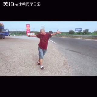 #全民x字摇#哈哈 在高速⛽️休息区 运动 运动