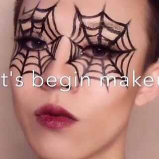 #创意妆#其实是打算化个大眼的,结果又被我改成了创意妆😂#那些逆天的化妆教程#不过眼睛真的很累,化的太大了!评论转发里抽一人送视频里的LANSUR口红💄