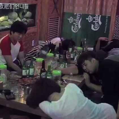 #爱玩的欧尼们#韩国的酒桌游戏也是蛮多的~与我们不尽相同的韩国现代酒文化生活~#搞笑##恶搞##逗比##韩国##在韩国很火的视频##酒##我要上热门#@搞笑频道官方 @美拍娱乐 @美拍小助手 @玩转美拍