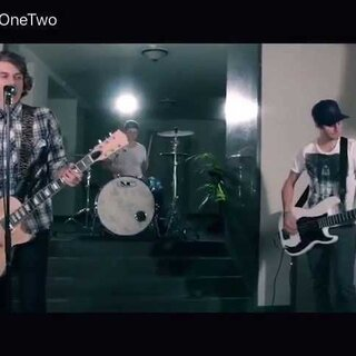 #音乐##youtobe##zedd# Zedd - Stay The Night ft. Hayley Williams (Rock Cover by Twenty One Two).截图的时候发现右边一张大脸😱 #Twenty One Two#