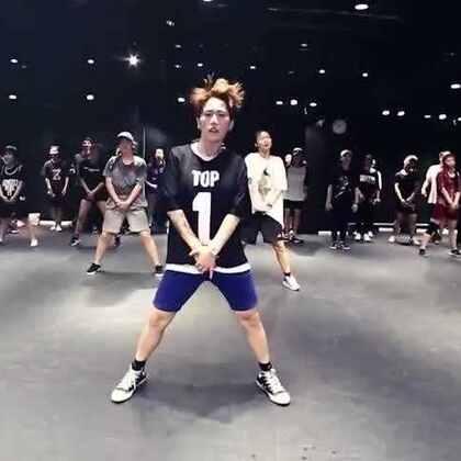 嘉禾舞蹈工作室 阳洋@ZAHA-别阳洋-Byy Hiphop课程 Silver Spoon| 嘉禾暑假班正在火爆进行中,想学最好看最流行的舞蹈就来嘉禾舞蹈工作室。报名热线:400-677-8696。微信账号zahaclub。网站:http://www.jiahewushe.com #舞蹈##嘉禾舞社##嘉禾#