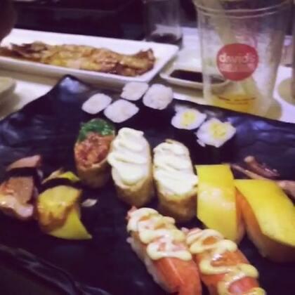 啦啦啦~跟好久不见的沛一起吃寿司😆😆😆#随手美拍##走哪吃哪##聚会##第一个美拍#
