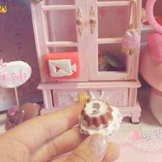 #七夕情人节##七夕礼物diy#爱的牛奶巧克力布丁😘😘😘提前祝大家七夕快乐❤#我要上热门##粘土女孩赞出来##互赞互粉##互赞#爱你们哦。#走哪吃哪#半原创吧,拉花好像是模仿韩妮