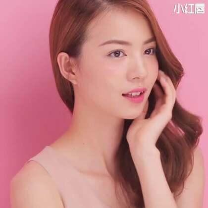 明天就是七夕了啊,今天教大家化一款如蜜桃般可口的桃粉妆。这款妆容的小心机就在于眼影、腮红和唇彩都选用了像蜜桃般迷人可口的桃粉色,会让你显得亲和力十足又清新自然。明天一定要化起来啊#美妆时尚#。微信公共号:xhcmmm