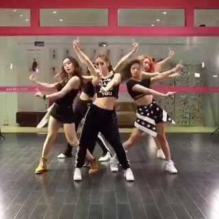 杭州HelloMiss舞蹈工作室 #YG##blackpink# 之前的版本反响不错~发一个无剪辑版吧~😁😁😁😁😁一镜到底~🎈🎈🎈#@敏雅可乐 #敏雅可乐##敏雅音乐##舞蹈##我要上热门##女神#