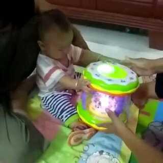 麻麻给张张买的新玩具,我们八个月半了😘😘#我家宝贝棒棒哒#