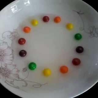 第一次试这个,心里不只有好美,还有色素好多😂#彩虹糖的梦##彩虹糖的正确打开方式##彩虹糖的创意##神奇彩虹糖#😍😍😍