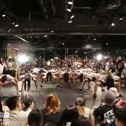 嘉禾舞蹈工作室 2016八月派对 雍和宫张程老师小新老师HIPHOP班Jazz班表演 @Banksy张 @Xin_万小新 | 嘉禾新学期9月10日开始上课,现在火爆报名中,想学最好看最流行的舞蹈就来嘉禾舞蹈工作室。报名热线:400-677-8696。微信账号zahaclub。网站:http://www.jiahewushe.com