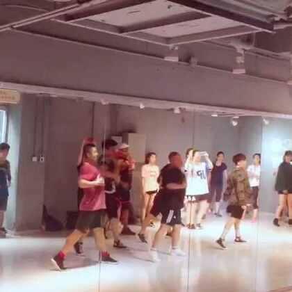 今天Nico的大师课!动作很顺很顺!找我找我😄😄#舞蹈#