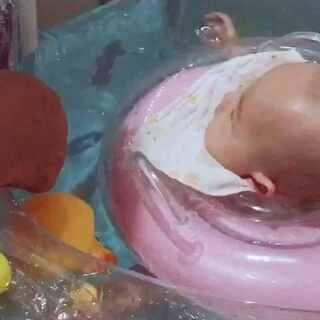 #宝宝成长日记##宝宝游泳啦##我要粉丝,我要上热门#