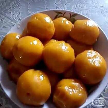 #美食#今天做了#南瓜饼#和#南瓜粑粑#,先煎一下在煮,煎的那面比较脆,另一边又很糯非常好吃😁😁😁材料只要糯米粉和南瓜就OK啦~~#我要上热门##我要上广场#😜😜