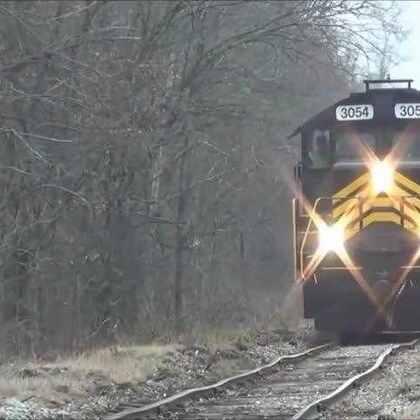 #涨姿势#这样的铁轨,火车居然还能开!