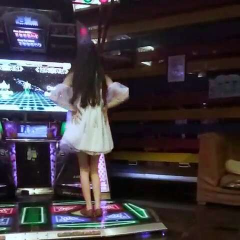 #跳舞机##跳舞机e舞成名##e舞成名##宅舞#大家好我是一个不会玩跳舞机的智障少女qvq