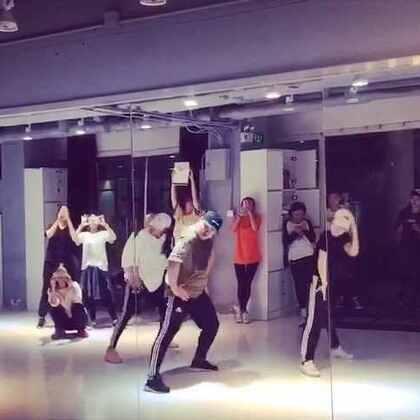 今天Music:《F*ck Apologies》Choreography:Nico.重新复习一遍感觉很舒服!#舞蹈#