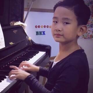 #港式自拍##王新雨小鲜肉##小鲜肉王新雨##王新雨#钢琴练习---阿拉伯风格曲🍓🍓🎶🎶🎹🎹🎹🎶🎶🎼🎼🍓🍓🍓