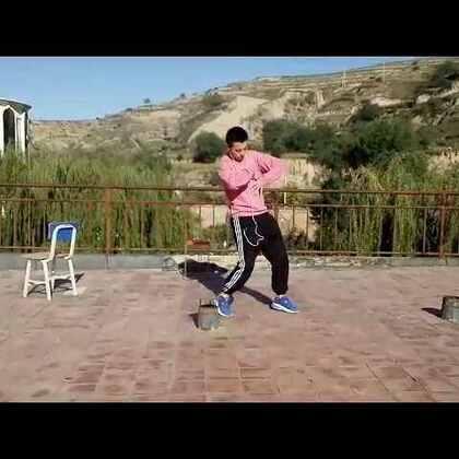 #舞蹈##美拍新人王##我要上热门##青海西宁km街舞##km街舞工作室##km街舞#@美拍小助手 我负责装b 你们负责点赞,国庆节不回家在学校过。😉