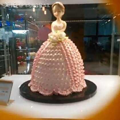 在做饼干,给你们看一下蛋糕店的一些蛋糕😊@lào饼🧀ABC @蓝莓小可爱🐶 @啾啾~嘟嘟 @可妮手作 @啊!我想静静 @爱蜜~- @傲娇的何晶晶 @爱之梦~雪사랑수연아 @芭比👄.娜爷 @Ajx~冰淇淋
