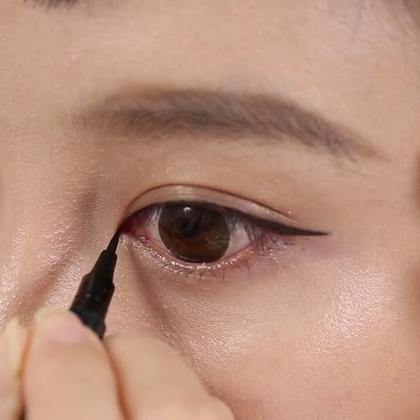 """范冰冰最爱的六款眼线画法!对于很多妹子来说,眼线是永远的""""痛"""",手懒手残手抖就是画不好。还有的妹子是一款眼线走天下,殊不知不同的眼形和场合需要变换不同的眼线造型~ 快跟唇唇来学习这6款超实用的眼线技法。任何一款彩妆都是熟能生巧,只要学会窍门技巧,多多练习一定可以达到理想的效果哦!"""