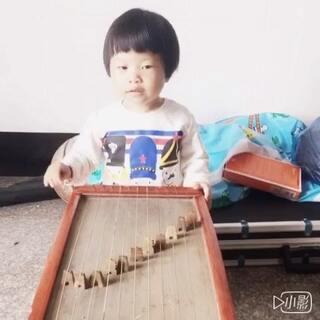 #我要上热门##不将就方言大赛##活力萌宝方言挑战##中华方言歌唱大赛##方言版诗词##方言你能听懂吗#一个星期没唱了,九九很是想念牛筋琴,就是有点感冒鼻塞😂😂😂