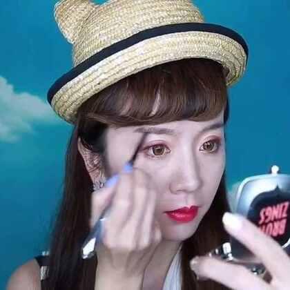 """满足姑娘们之前的要求,给大家出了一个眉妆教程的视频,这次朵朵用到了Benefit贝玲妃新上市的""""眉法眉天""""系列,为姑娘们打造几款不同妆容搭配的眉型。无论是眉笔 眉粉 染眉膏 都可以很好的勾勒出精致的线条,显色度和上色度都非常不错,快来和我一起眉目传情吧。#美妆时尚#"""