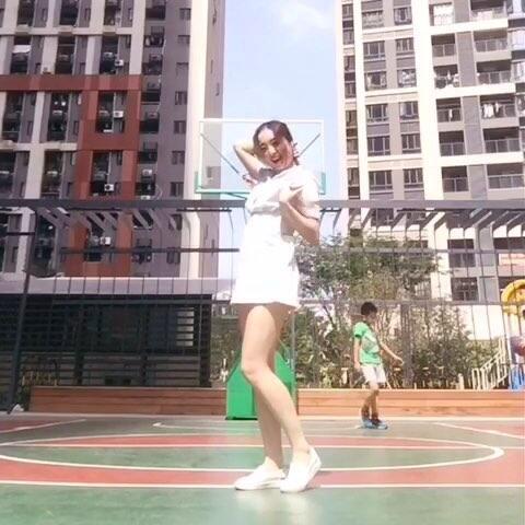 ly one 让我心动 Apink 青春活力篮球 舞蹈视频 TS Yummy的美拍