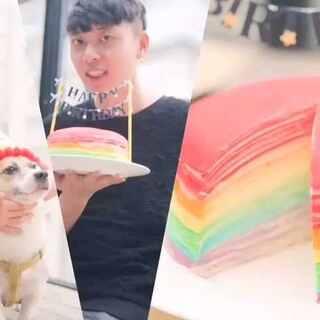不用烤箱的彩虹千层蛋糕🎂三年前我做的第一个甜品就是给@白眼先生JaySin 过生日的千层蛋糕,他说是全世界最好吃的蛋糕。今年是陪老白过的第七个生日,我依旧做了一个千层蛋糕。送给全世界最好的你,一道彩虹🌈#美食##厨娘物语#(生日福利:抽三位童鞋,送节目同款可丽饼煎锅,祝开心💖)