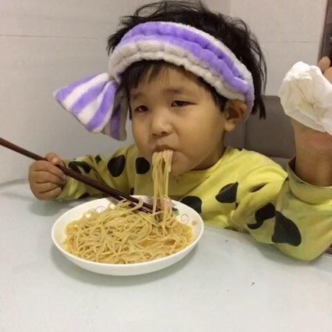 吃个办法头摇尾巴晃的!#吃秀#-吃秀面条-二食谱视频食堂的制定图片