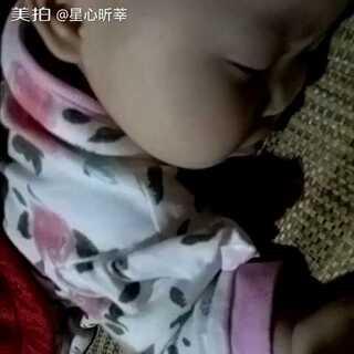 #宝宝##萌宝睡姿大pk#睡着了还以为有吃的😂@美拍小助手 @宝宝频道官方账号 #我要上热门@美拍小助手##进入宝宝频道#