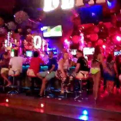此时的普吉岛酒吧街好热闹,很怀恋一个人在泰国潇洒的日子,回味……