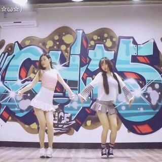#produce101#的#very very very##舞蹈##韩国舞蹈#小视频可算拍了。💃🏻两个年龄加起来快50的人跳小可爱的舞,真的跳到自己都要尴尬了😂@敏雅可乐 点赞转发鼓励咯#我要上热门#@美拍小助手