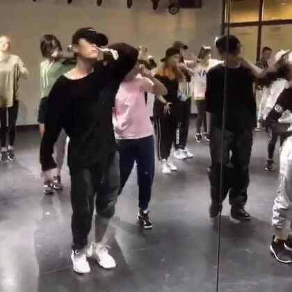 课堂记录~这段triciamiranda终于跳完啦,太不容易啦哈哈,大家都充满鸡血棒棒哒👯🙆#舞蹈##我要上热门@美拍小助手##一起来跳舞#