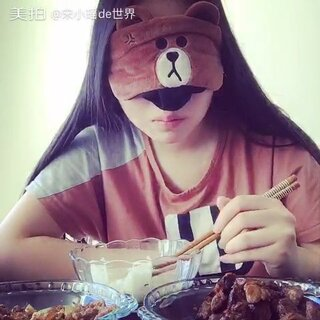 蒙着眼睛吃饭挑战😳😳#蒙眼吃饭挑战##蒙眼食物挑战#