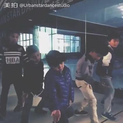 #少儿街舞##罗平街舞##罗平城市之星舞蹈工作室##洗脑神曲ppap#两节课学完就拍为小朋友们点赞👍👍👍👍👍